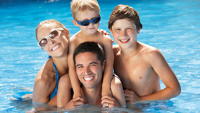 640x480_0014_familie-schwimmbad